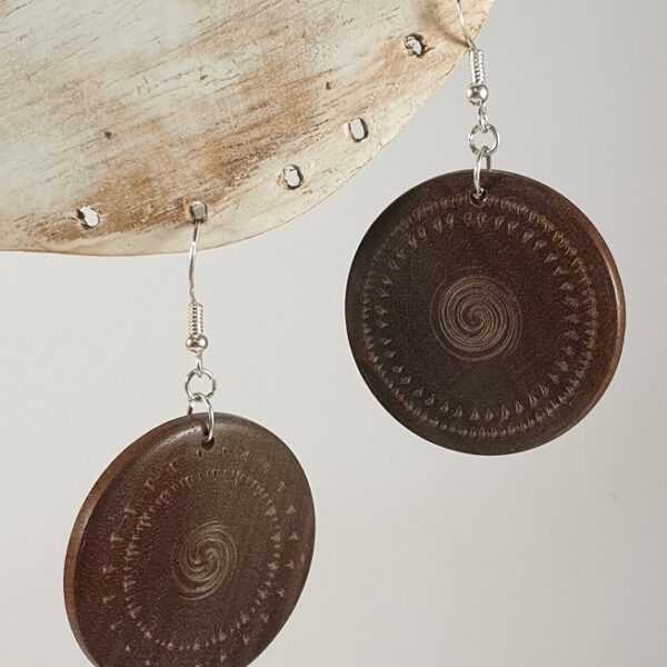 bijoux en bois artisanal boucles d'oreilles noyer